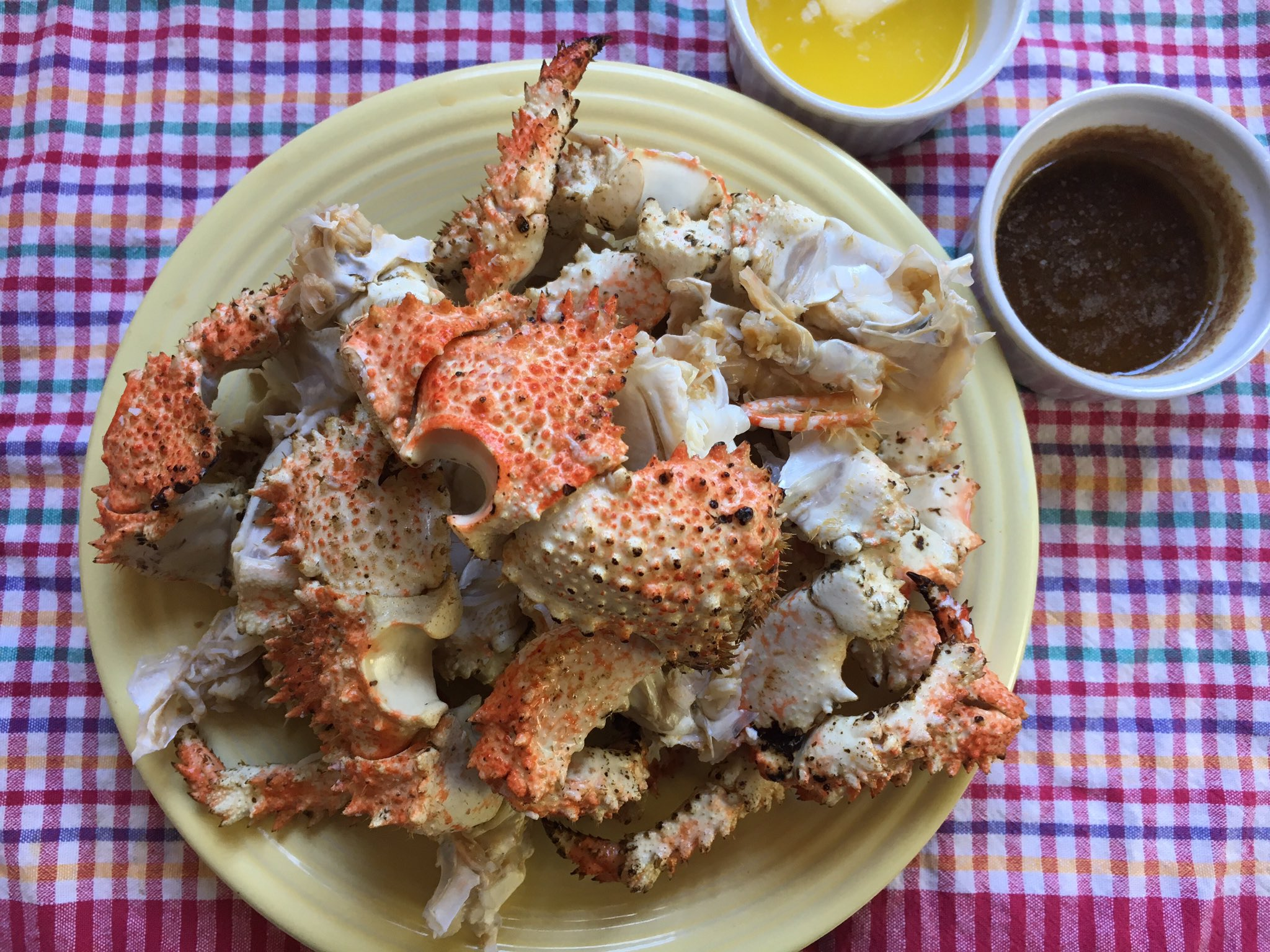 cooked box crab with dipping sauce