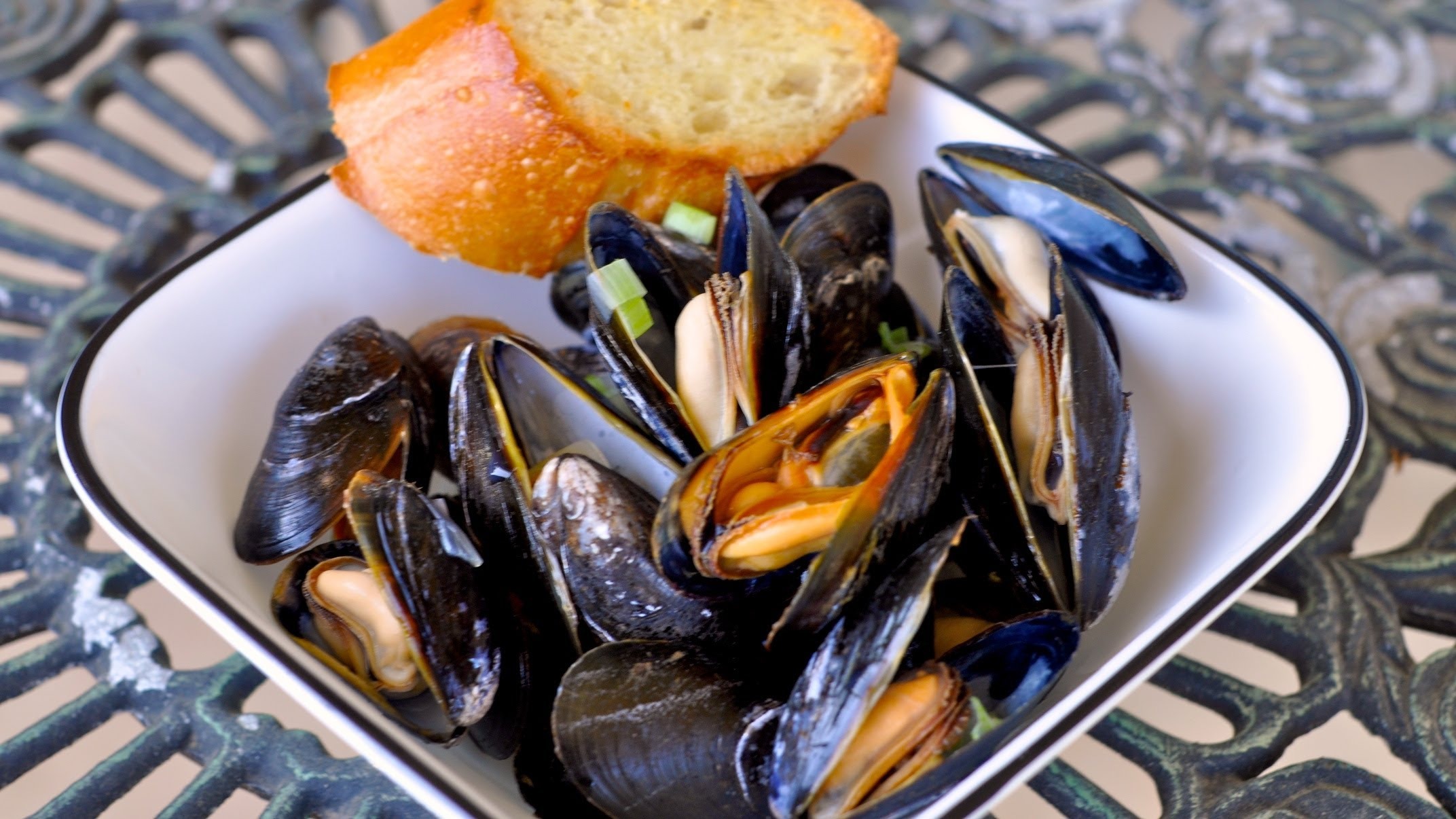 cooked mussels with bread