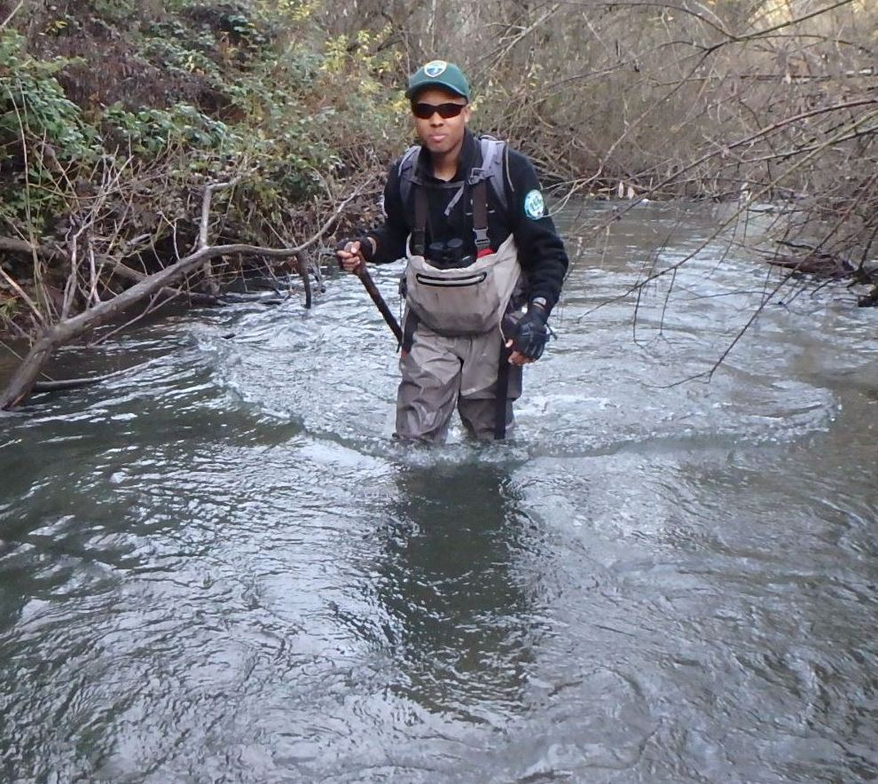 Sterling Méus in a river