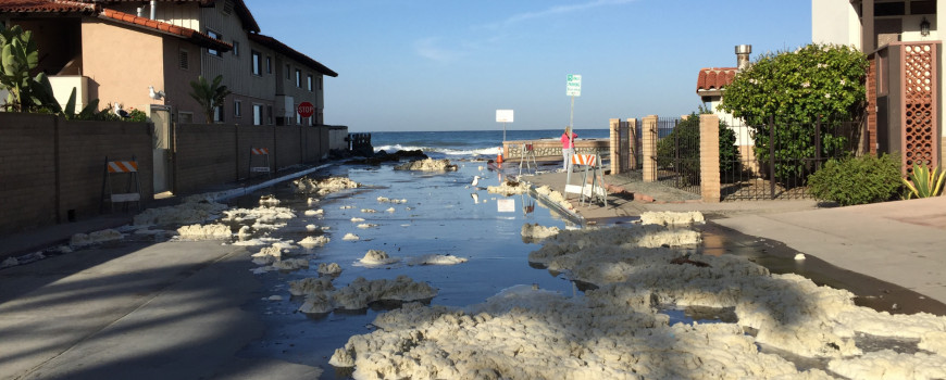 Inundación causada por una marea real.